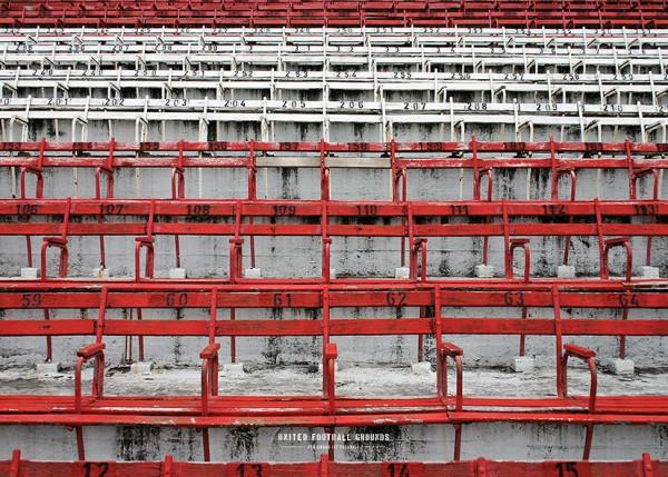 Die legendären Holzsitze des El Monumental (Wandbild) United Football Grounds